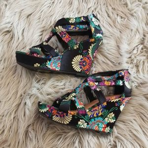 Oriental patterned wedge heel strappy sandlals